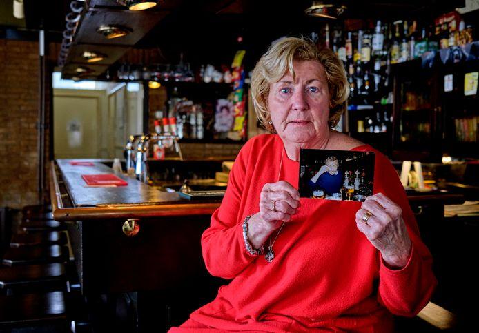 Coby Tijssen in haar Café De Pul. ,,Alles draaide om het café. We werkten allebei heel hard.''