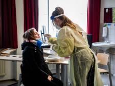Teststraat op scholen geen optie na proef in onder meer Apeldoorn: ministers gaan vol voor zelftesten