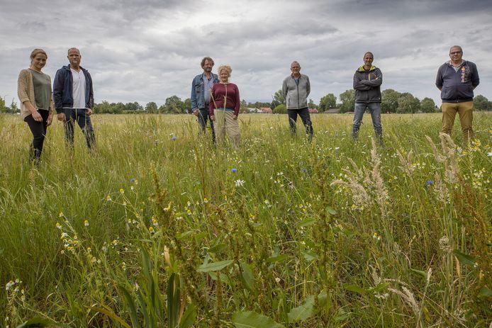 Participanten van Dorpspark De Groen Long, vlnr Leonie Willems, Niels Willems, Dirk van de Voort, Femmes van Liempt, Toon Hendriks, Lucien Panken en Toon Hendriks.