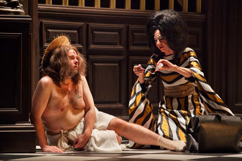 Benny Claessens en Elsie De Brauw in 'Der Silbersee'. Beeld RV