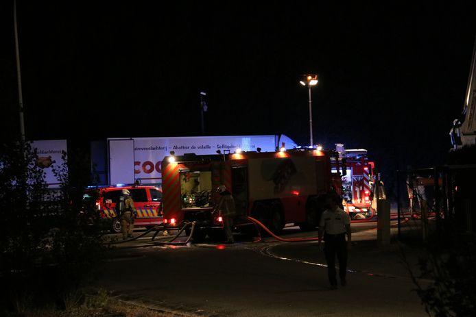 De brandweer was massaal aanwezig om niets aan het risico over te laten.