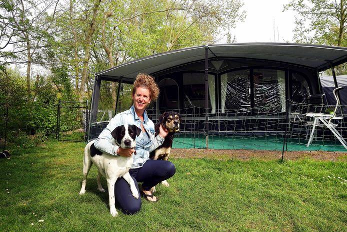 Sandra Mouwen komt speciaal voor de rust naar camping De Nieuwe Riet in Oud-Gastel. ,,Het leven is al druk genoeg, dus we zijn erg blij met de rust hier.''