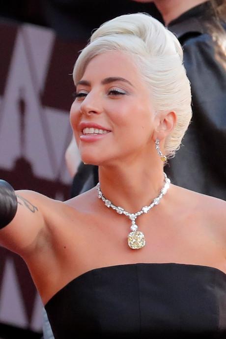 Lady Gaga wil niets meer met R. Kelly te maken hebben en schrapt hun duet