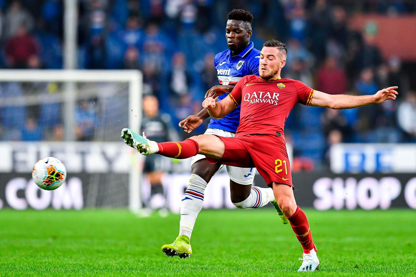 Ronaldo Vieira zit er kort op bij Jordan Veretout.
