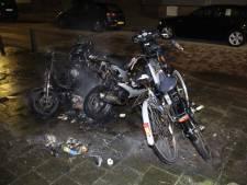 Tien jongeren opgepakt na brandstichting op straat in Den Haag