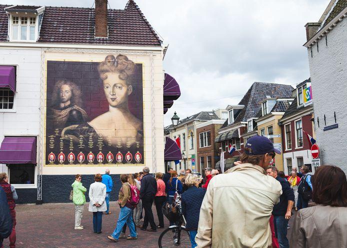 In de binnenstad van Leeuwarden hangt al een schilderij van Maria Louise van Hessen-Kassel (1688 - 1765), prinses van Oranje-Nassau.