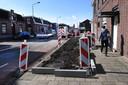 De leek ziet een opgebroken stoep, de wielerfan weet: daar is de finish van Daags na de Tour. De Spoorstraat in Boxmeer.