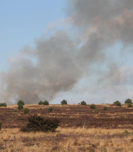Brand op de Sallandse Heuvelrug: rook in wijde omtrek te zien (maar geen reden tot paniek)