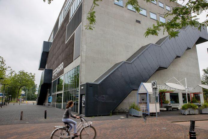 De Effenaar gaat verbouwen. Er wordt niet gewacht op de plannen voor een gezamenlijk nieuw pand met het Muziekgebouw.
