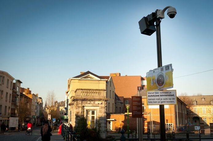 Borden in de binnenstad geven de autoluwe zone aan.