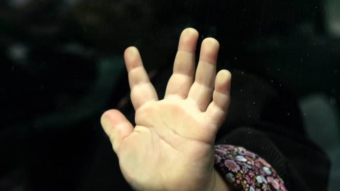 Oppas (52) misbruikt zeven zeer jonge meisjes in regio Eindhoven, kompaan (58) kreeg beelden ervan toegestuurd