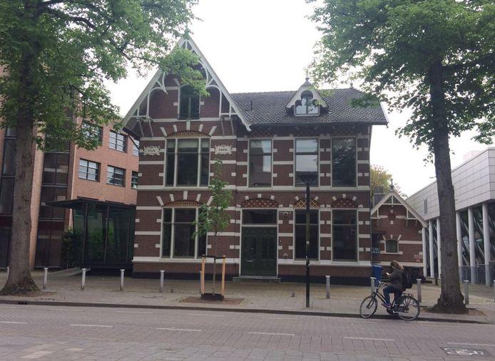 De beoogde coffeeshoplocatie, waar voorheen brasserie Kroonenburg zat in Villa Härtel aan de Snouckaertlaan.