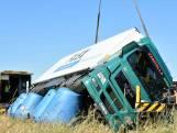 Nieuw: gekantelde vrachtwagens overeind met luchtkussens