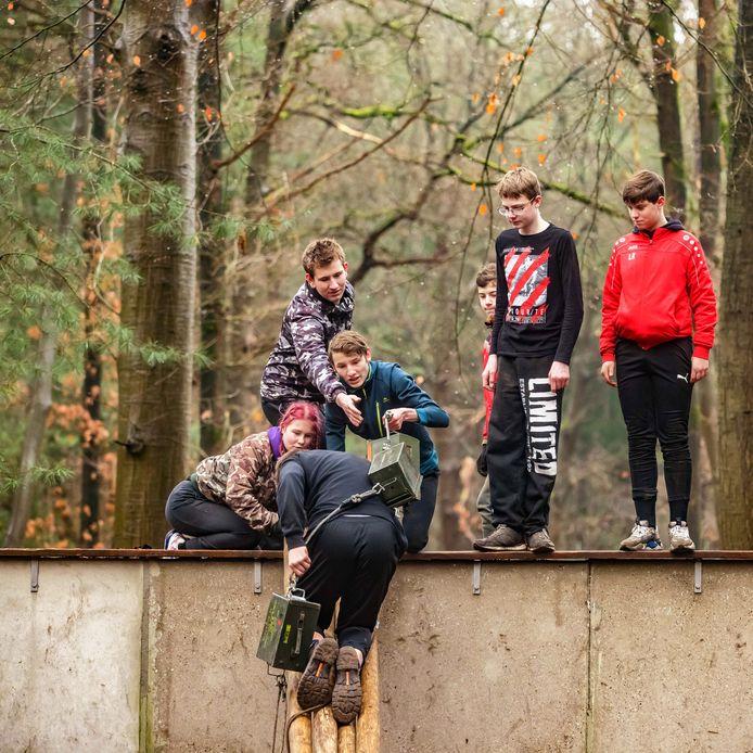 Een zestigtal jongeren uit Roosendaal en omgeving mag deze kerstvakantie ruiken aan wat het is om tot commando opgeleid te worden.