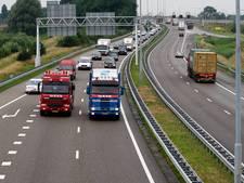 Flinke file op A15 door kapotte vrachtwagen