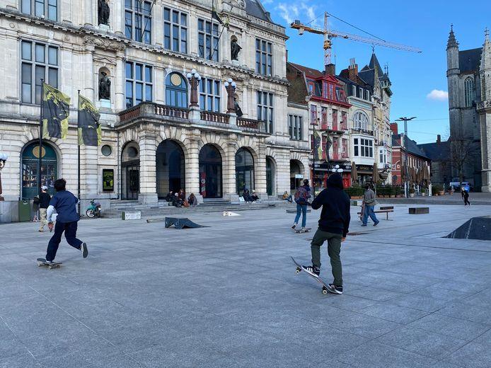 Het Sint-Baafsplein, voor een dag een skatepark.