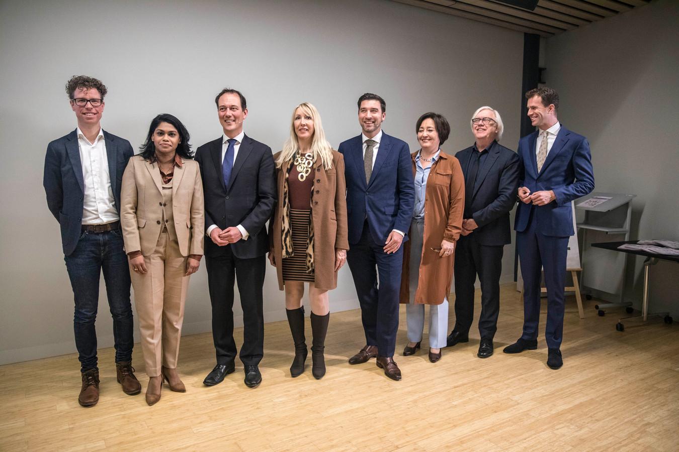 Beeld ter illustratie: Het nieuwe college van Den Haag, met van links naar rechts: Martijn Balster (PvdA), Kavita Parbudhayal (VVD), Boudewijn Revis (VVD), Liesbeth van Tongeren (GroenLinks), Robert van Asten (D66), Saskia Bruines (D66), Bert van Alphen (GroenLinks) en Hilbert Bredemeijer (CDA).