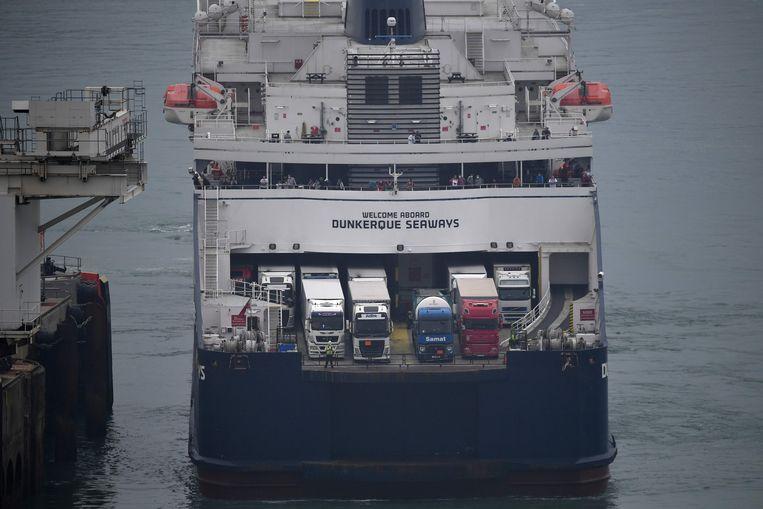 Een ferry van DFDS in de haven van Dover.  Beeld AFP
