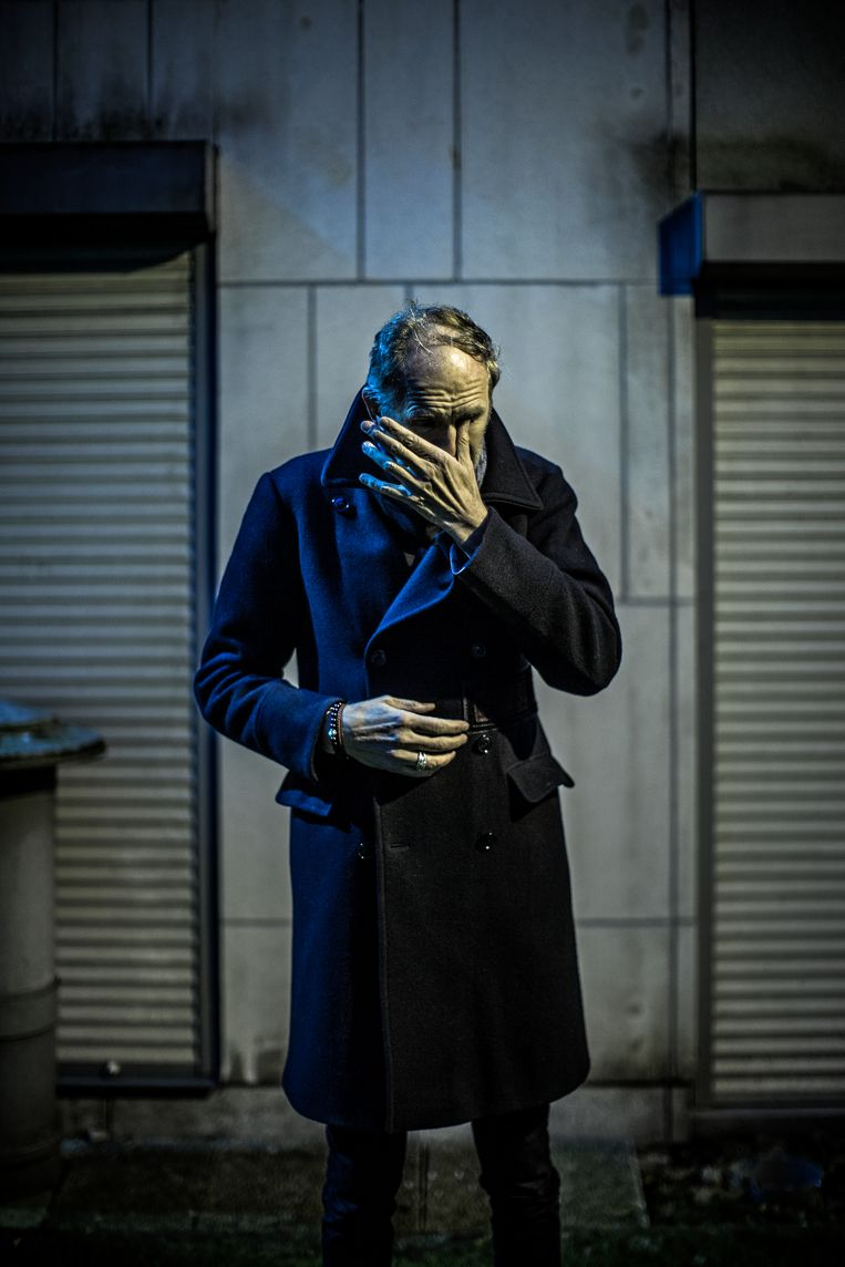 Een zeldzaam portret van Anton Corbijn. 'Terugblikken doet me beseffen dat ik het beter had kunnen doen.' <br /> Beeld Diego Franssens
