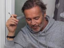 """""""Tu en as de la chance"""", la chérie de Jean-Michel Maire pose à moitié nue à ses côtés"""