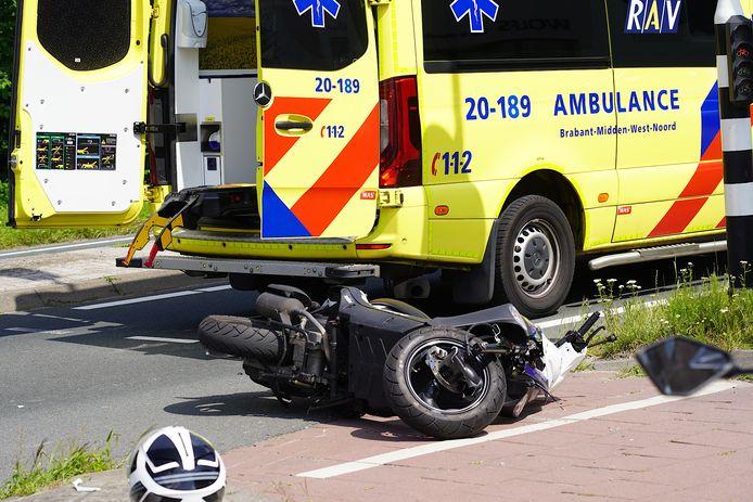 Scooterrijdster raakt gewond bij een ongeval in Dongen.