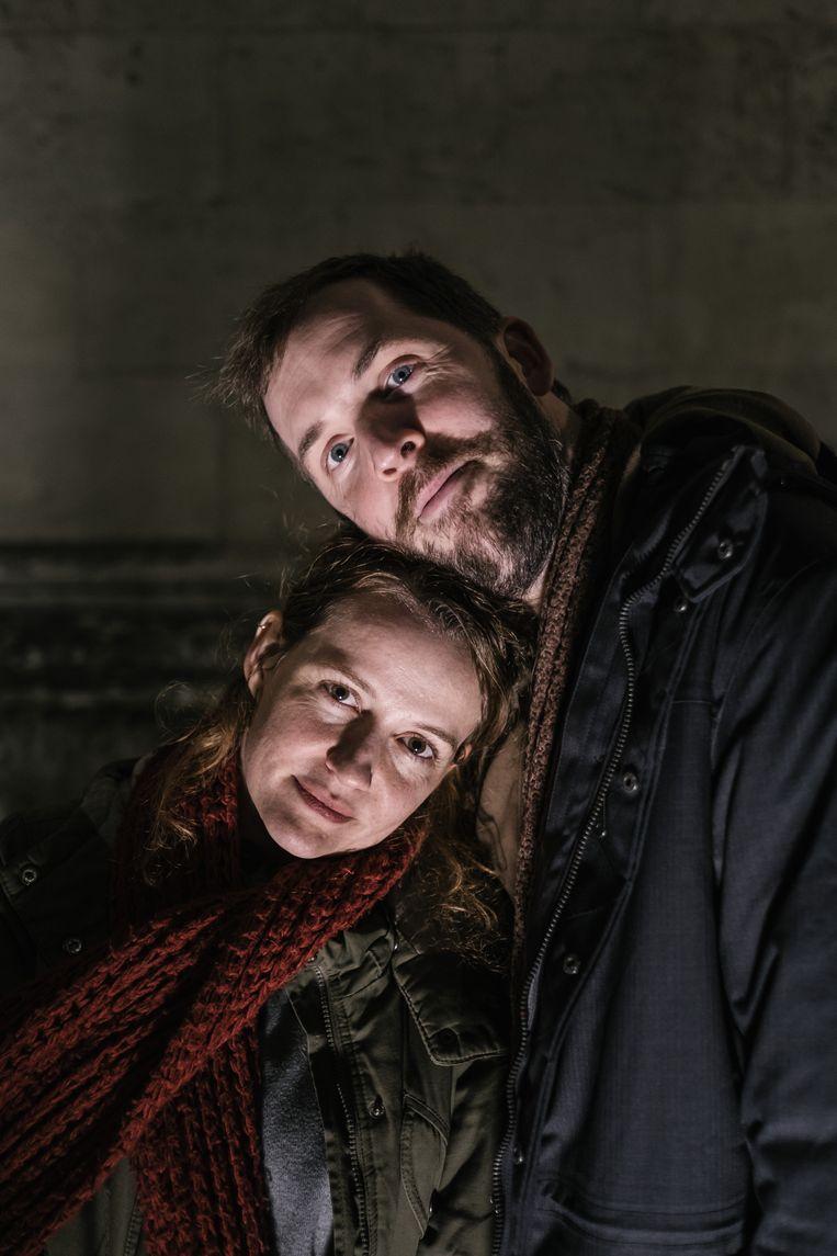 Julie Mahieu en haar lief Jonas Geirnaert, het schrijversduo achter 'De dag'.  Beeld Wouter Van Vooren