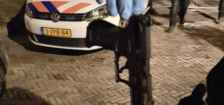 Eefdenaar met vuurwapen bedreigt duo in Zutphen