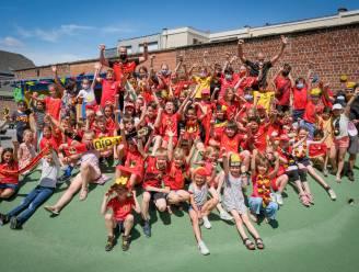Als één team achter Rode Duivels: leerlingen Sint-Lambertusschool massaal in zwart-geel-rood op schoolbanken