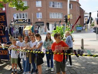 """Kinderen voeren actie voor meer verkeersveiligheid: """"Rijd ons niet van onze sokken"""""""