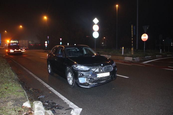 De BMW X1 kwam tegen de rijrichting tot stilstand.