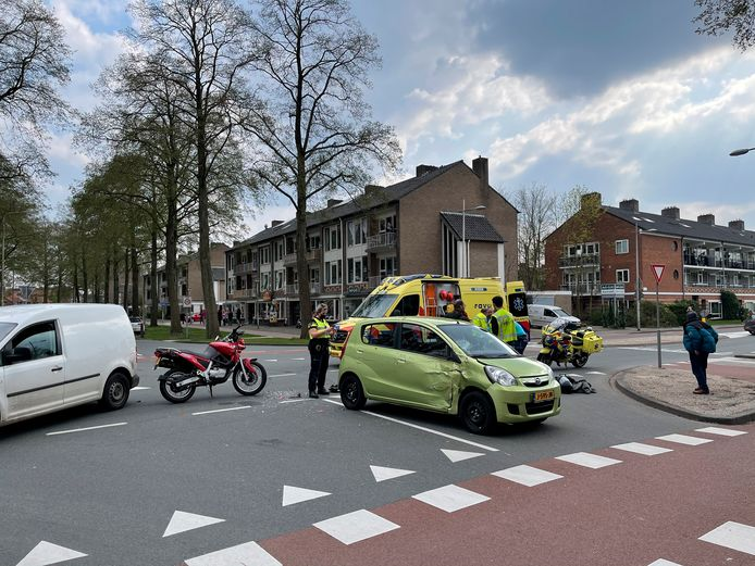 Rond 16.00 uur vond een ernstig ongeval plaats op de kruising van de Randenbroekerweg met de Mozartweg in Amersfoort.