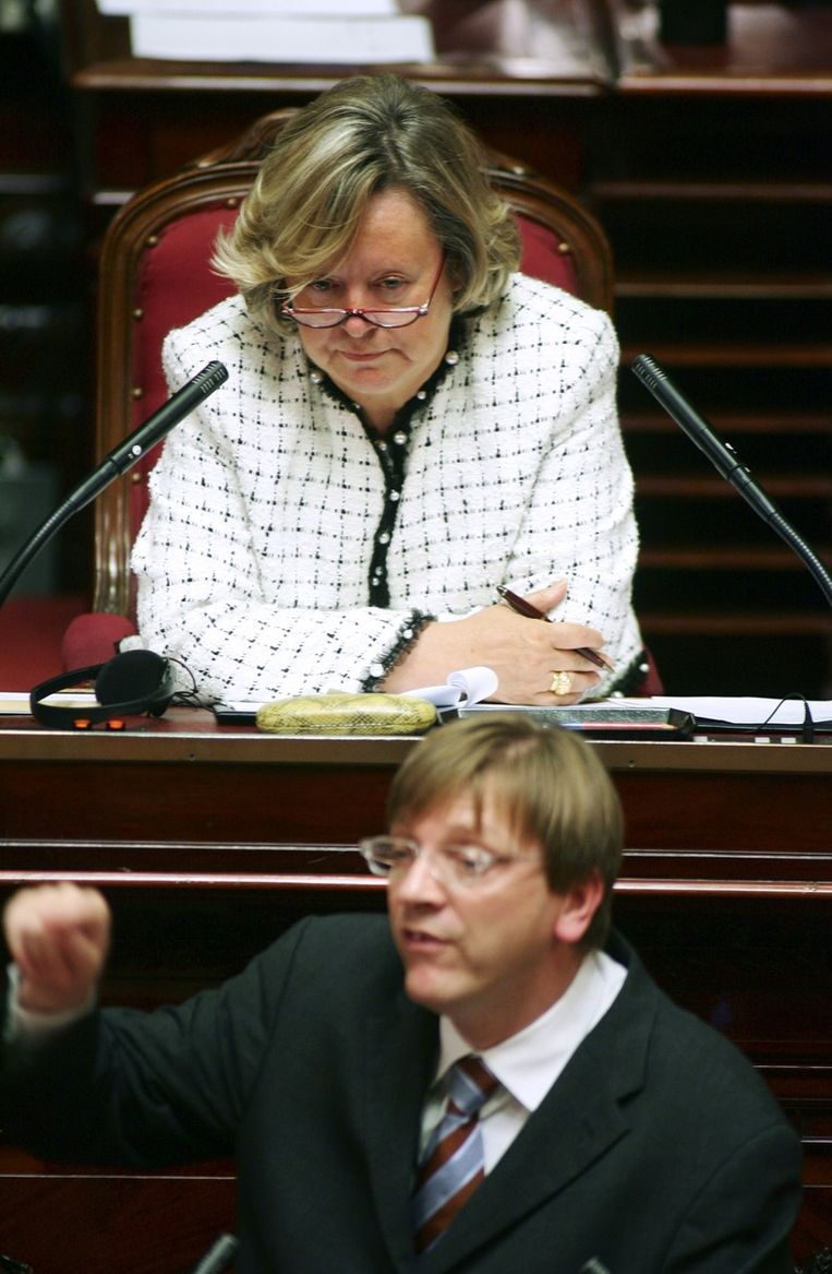 Senaatsvoorzitster Anne-Marie Lizin met premier Guy Verhofstadt in 2005. Beeld PHOTO_NEWS