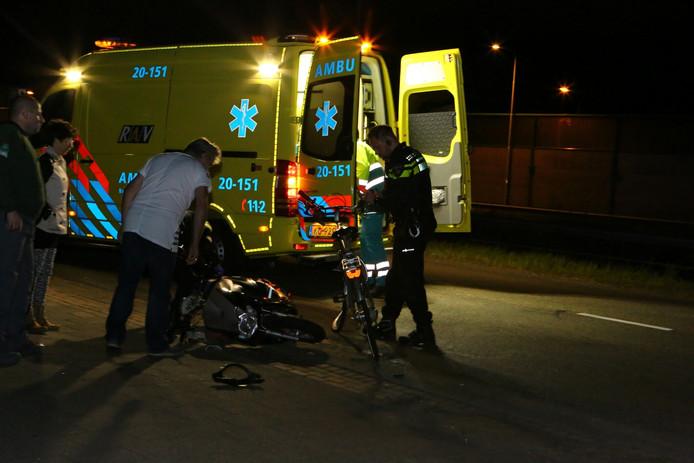 Het ongeluk gebeurde laat op de avond op de Altenaweg in Waalwijk.