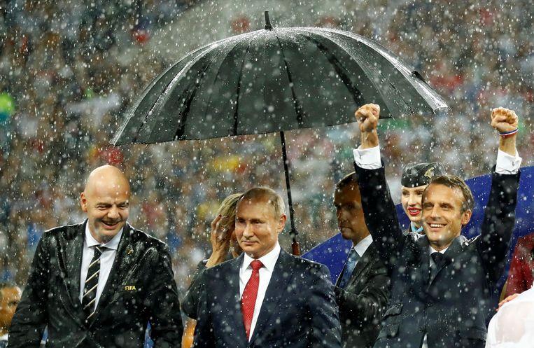 FIFA-president Infantino, president Poetin en president Macron na de wedstrijd Beeld REUTERS