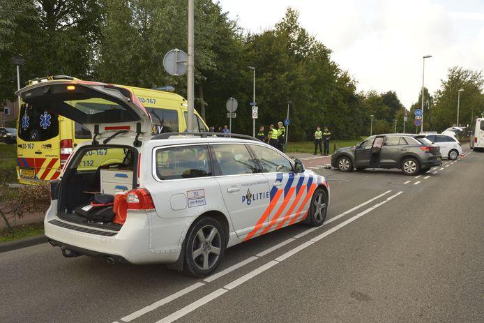 Twee auto's zijn donderdagmiddag rond 16.00 uur op elkaar gebotst op de kruising van de Lage Vaartkant met de Nachtegaal in Etten-Leur.