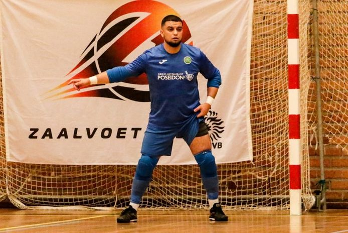 Groene Ster Vlissingen moet bij FCK De Hommel onder anderen Aboubakr Ouaddouh van scoren afhouden.