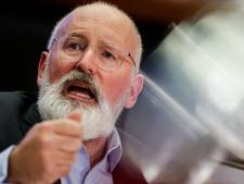 Frans Timmermans praat bij Roepaen over vluchtelingen