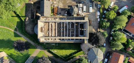 Kerk zonder dak wacht op appartementen