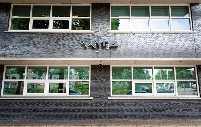 Woningcorporatie Vestia verkeert al jaren in financiële problemen en wil daarom 446 huurwoningen in Bergeijk van de hand doen.