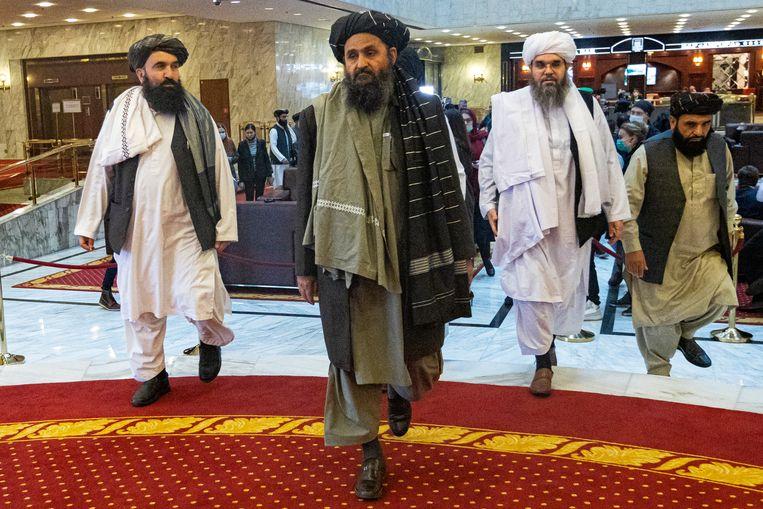 Abdul Ghani Baradar, een van de oprichters van de Taliban, met een delegatie in Moskou.  Beeld AP