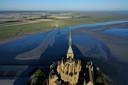 Mont-Saint-Michel ligt er verlaten bij.