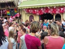 Roze feestje in de Nijmeegse Grotestraat
