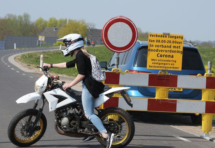Culemborg vond de Lekdijk recentelijk te druk worden en sloot 'm af; alleen voetgangers waren welkom