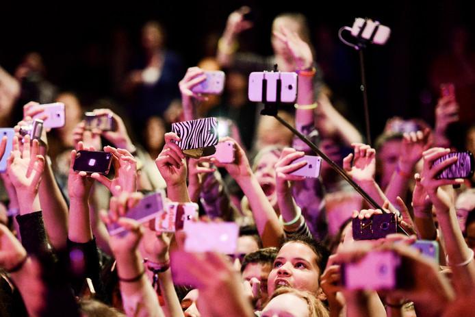 21-02-2015, Amersfoort, Nederland, Een optreden van de Nederlandstalige Boyband B-Brave, in Stadszaal De Flint. foto Bram Petraeus