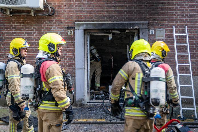 Het pand liep veel schade op door de brand.
