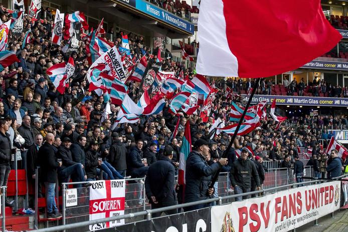 PSV-supporters komen zaterdag voor de laatste training voor Ajax-PSV bij elkaar om hun ploeg aan te moedigen in aanloop naar de topper.