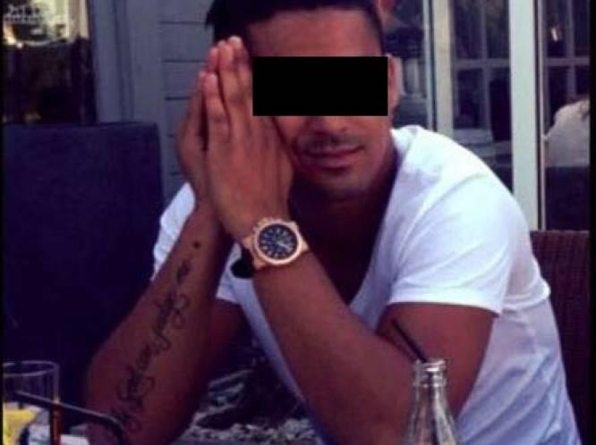 """Politie achtervolgt corrupte dokwerker tot op huwelijksreis: """"Met sterallures daalt hij trap af en laat zijn Porsche voorrijden"""""""
