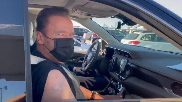 Arnold Schwarzenegger a publié ce mercredi sur sn compte Twitter une vidéo où il se fait vacciner.