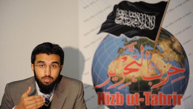 Uthman Badar, woordvoerder van Hizb ut-Tahrir, spreekt tot de pers. In Sydney, Australië, houdt de organisatie vandaag ook een conferentie. © epa