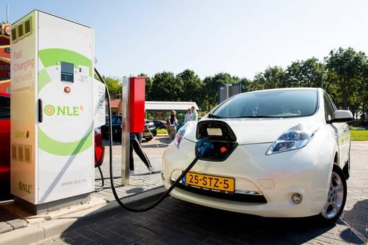Energiebedrijven doen steeds meer. Zo zit NLE in de laadpalen voor elektrische auto's.